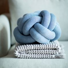 A cushion with a unique character, based on sculptural form instead of patterns. It is made from a knitted tube, several meters in length, which is then tied up to create a compact knot which is as comfortable as a support in the sofa as it is elegant to behold. Design House Stockholm Knot Cushion was designed by Ragnheiður Ösp Sigurðardóttir. Knot Cushion, Knot Pillow, Diy Cushion, Blue Throw Pillows, Toss Pillows, Accent Pillows, Great Shots, Chair And Ottoman, Minimalist Art