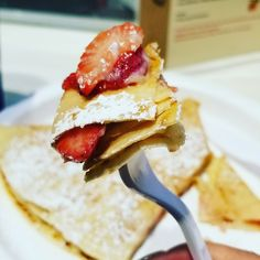 Crepes, great way start the day. How you like your crepes?? #strawberry #blueberry #powersugar #banana #chocolate #bacon #cheese #crepes #bemaifoodie