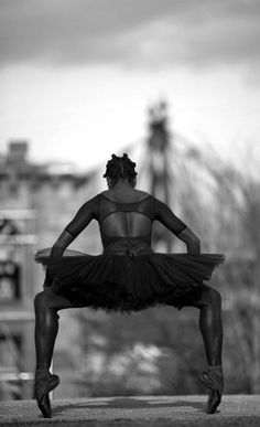 Breaking in Pointe shoes! -Ingrid Silva- Photo: GRN Photography http://www.youtube.com/watch?v=EVt5WcNLOQg … pic.twitter.com/uDKYuhcxsj