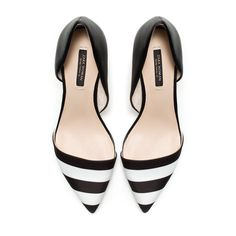 Get the must-have pumps of this season! These Zara Pumps Size US 8 Regular (M, B) are a top 10 member favorite on Tradesy. Zapatos Shoes, Zara Shoes, Shoes Heels, Flat Shoes, Flat Sandals, Dress Shoes, Cute Shoes, Me Too Shoes, Black And White Pumps