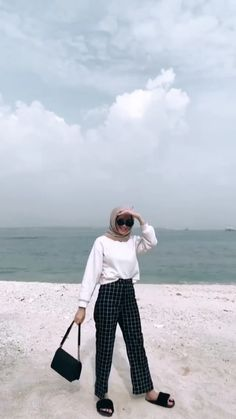 Modern Hijab Fashion, Street Hijab Fashion, Hijab Fashion Inspiration, Muslim Fashion, Look Fashion, Fashion Outfits, Casual Hijab Outfit, Ootd Hijab, Hijab Chic