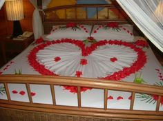 Tips To Bear in mind While Choosing Bedroom Furnishings – Home Decor Do It Yourself Jacuzzi, Romantic Room Decoration, Towel Animals, Comfy Bedroom, Types Of Furniture, Heart Decorations, Awesome Bedrooms, Living Room Designs, Kids Rugs