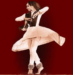 kathak originated in northwestern and central north india. Dance Dance Revolution, Dance Movement, Folk Dance, Dance Art, Art Forms Of India, Dancer Tattoo, Kathak Dance, Ritual Dance, Cultural Dance