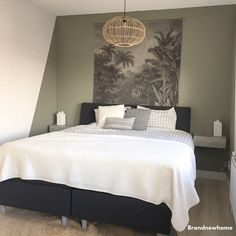 Accent wall plus! Green Rooms, Bedroom Interior, Bedroom Green, Home Decor, Bedroom Inspirations, Modern Bedroom, Small Bedroom, Bedroom Colors, Bedroom Color Schemes