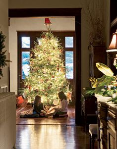 A Sweet Home Alabama Christmas    Get a dose of holiday cheer in Alabama! Billy Reid's home is a mix of vintage and new, to create his own version of laid-back Southern style.