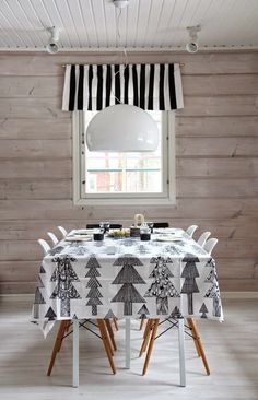 The Lab on the Roof: 25 Black and White Christmas Decor Ideas