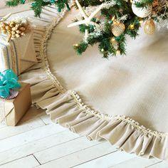 Navidad costera/ A Coastal Christmas Diy Christmas Tree Skirt, Christmas Runner, Beach Christmas, Coastal Christmas, All Things Christmas, Christmas Holidays, Christmas Crafts, Christmas Ideas, Elegant Christmas