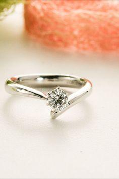 おしゃれな指先を演出するダイヤモンドリング