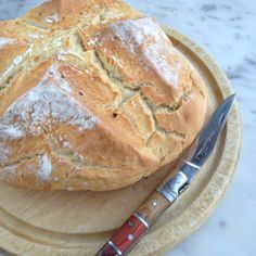 Brood bakken zonder gist? Gebruik gewoon baking soda! Cooking Bread, Fun Cooking, Yeastless Bread Recipe, Healthy Bread Recipes, Healthy Food, Good Food, Yummy Food, Happy Foods, Breakfast Bake