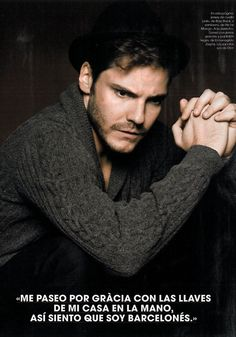 Daniel Bruhl, es clar que si !   i have absolutely no idea what this says - something about washing his hands at someone's house?  i dont' even care.  i like the picture.