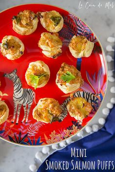A simple recipe for a buffet lunch, a children's party or as a lunchbox-filler, these mini smoked salmon puffs are perfect warm or cold. Appetizer Dips, Yummy Appetizers, Appetizers For Party, Appetizer Recipes, Snack Recipes, Party Recipes, Yummy Recipes, Vegan Recipes, Snacks