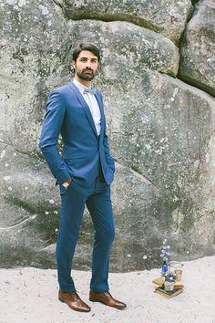 Navy blue grooms suit | Image by Saya of Studio Ohlala