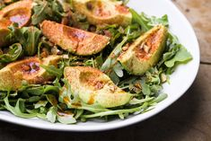 Avocado and Arugula Salad with Smoked Almonds from Christopher Kimball's Milk Street Ripe Avocado, Avocado Salad, Arugula Salad, Almonds, Soup And Salad, Quick Easy Meals, Vegetable Recipes, Vegan Vegetarian, Salad Recipes