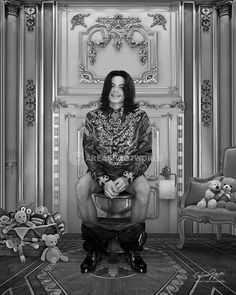 Me and my Man will retire in the Vatican. San Paul, Toilet Art, Michael Jackson Art, Funny Boy, Quirky Fashion, Cole And Son, Historical Pictures, Cultura Pop, Funny Pictures