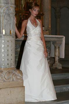 Brautkleid mit Neckholder und Schleppe von La Rose Noire Couture auf DaWanda.com