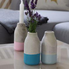 Aus Tablettenröhrchen und Milchflasche wird Betonvase diy beton deko interior is part of Diy vase - Diy Home Decor Projects, Diy Home Crafts, Decor Crafts, Decor Ideas, Diy Decoration, Creative Crafts, Design Projects, Wood Crafts, Easy Crafts