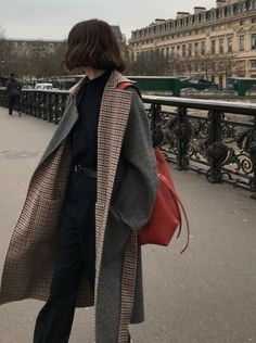 Plaid + gray reversible winter coat // all black winter outfit with gray coat // how to style red accessories // minimal fall fashion // minimal winter fashion Aesthetic Fashion, Look Fashion, Aesthetic Clothes, Winter Fashion, Fashion Outfits, Fashion Pants, Aesthetic Outfit, Fashion Women, Korean Fashion Fall