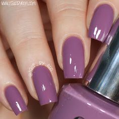 The advantage of the gel is that it allows you to enjoy your French manicure for a long time. There are four different ways to make a French manicure on gel nails. The choice depends on the experience of the nail stylist… Continue Reading → Fabulous Nails, Gorgeous Nails, Pretty Nails, Short Nail Designs, Nail Art Designs, Nails Design, Acryl Nails, Purple Nails, Stylish Nails
