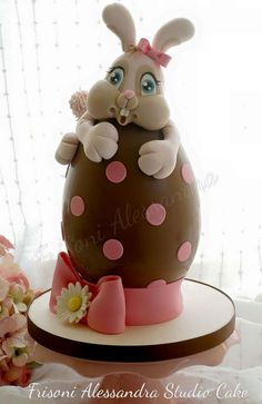 Frisoni Alessandra Studio Cake added a new photo. Sugar Eggs For Easter, Easter Bunny Cake, Easter Cookies, Easter Eggs, Chocolate Art, Easter Chocolate, Egg Cake, Holiday Cakes, Holiday Fun