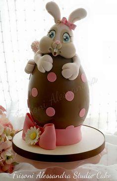 Easter Bunny Egg: Frisoni Alessandra Studio Cake, facebook