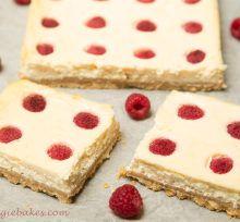 Citrónový cheesecake s malinami