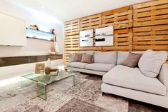 The Most Beautiful Decoration Suggestions Made Of Wooden Pallets For Those Who Want To Have A More Style And Natural House - The Woodworking Enthusiasts Woodworking Enthusiasts, Style Loft, Palette Diy, Scrap Wood Projects, Home Pictures, Wooden Pallets, Diy Wall Art, Decor Styles, Diy Home Decor