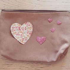 Petite pochette #cadeau #pochette #tissuthermocollant #paillette #customisation #tissu #homemade #coeur by desetoilesdanslesnuages