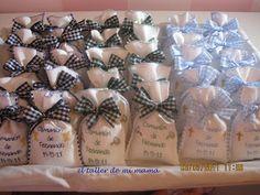 Saquitos recordatorio para comunión, hechos a mano y personalizados. Se pueden decorar al gusto.