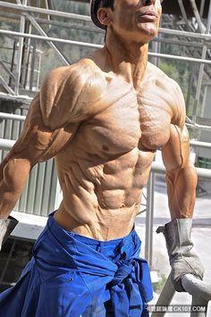 全球體脂第一低!超威猛48歲搬運工 如標本般的肌肉殺翻一票體壇巨星!(圖+影) - 不可思議 - 卡提諾論壇 - 健身,猛男,肌肉