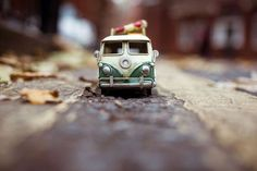Exploring the World with Kim Leuenberger and Her Tiny Cars Micro Photography, Miniature Photography, Toys Photography, Still Life Photography, Photography 2017, Fruit Photography, Combi Wv, Miniature Cars, Fotografia Macro