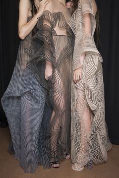 Iris Van Herpen Fall 2017 Couture Fashion Show Backstage - The Impression Couture Fashion, Fashion Art, Runway Fashion, High Fashion, Fashion Show, Autumn Fashion, Womens Fashion, Fashion Design, Fashion Trends