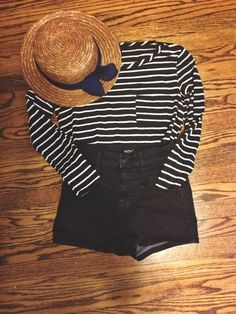 Shorts [url]: http:/www.vented.com/sh/clothes/16610632-striped-top-with-pocket