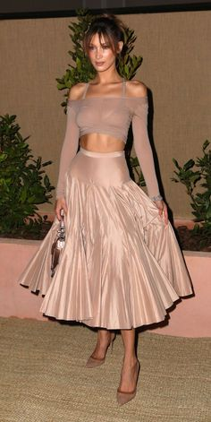 Look of the Day - Prada Dress - Ideas of Prada Dress - Bella Hadid in Dior -Cannes 2019 Bella Hadid Outfits, Bella Hadid Style, Prada Dress, Couture Looks, Dior Couture, Sarah Jessica Parker, Dolce & Gabbana, Looks Cool, Mode Style