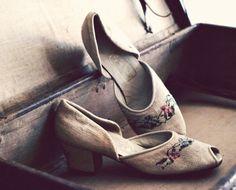 Vintage Shoes Women, Vintage Ladies, Vintage Outfits, Vintage Fashion, Vintage Clothing, 1930s Shoes, The Painted Veil, Vintage Soul, Peep Toe Shoes