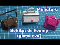 Bolsitas de foamy (fomi, goma eva) - YouTube Fabric Doll Pattern, Fabric Dolls, Dollhouse Accessories, Barbie Accessories, Mini Purse, Mini Bag, Dollhouse Dolls, Dollhouse Miniatures, Mini Mochila