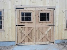 Look at this refreshing colonial garage doors – what an inspired style and desig… Diy Garage Door, Wooden Garage Doors, Garage Door Makeover, Garage Door Design, Diy Door, Barn Garage, Shop Doors, House Doors, Cedar Door