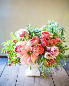 Beautiful winter bouquet Mistletoe, Poinsettia, and Rose | Tulipina