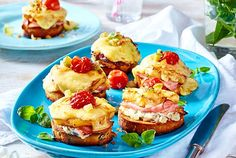 Schnelle Schnitten im Hawaii-Style Rezept   LECKER Toast Sandwich, Party Finger Foods, Breakfast Pizza, Snacks, Popular Recipes, Salmon Burgers, Food Videos, French Toast, Pie