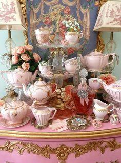 "compleet "" over the top "" vintage high tea party. Vintage High Tea, Shabby Vintage, Vintage Table, Vintage China, Vintage Teacups, Top Vintage, Vintage Pottery, Unique Vintage, Decoration Shabby"