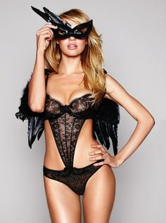 Black & lace are always a perfect match!