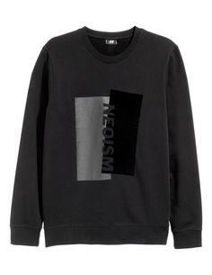Kolla in det här! En långärmad tröja i sweatshirtkvalitet med tryck fram. Tröjan har mudd vid ärmslut och i nederkant.  - Besök hm.com för ännu fler favoriter.
