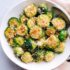 dinner side dishes The BEST ultra crispy and flavorful roasted brussel sprouts via Side Dish Recipes, Vegetable Recipes, Dinner Recipes, Breakfast Recipes, Roasted Sprouts, Sprouts Food, Roasted Brussel Sprouts Recipes, Brussel Sprouts In Oven, Oven Roasted Vegetables