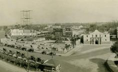 Alamo and grounds, perhaps in the 20's. Photo from Traces of Texas website