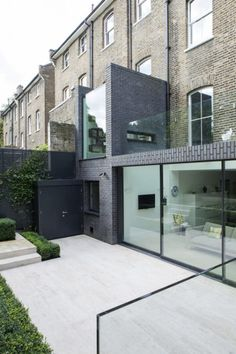A modern extension on these terraces sharpen the facade and adds extra living room. Extension Veranda, Brick Extension, Glass Extension, Rear Extension, Residential Architecture, Amazing Architecture, Contemporary Architecture, Interior Architecture, Garden Architecture