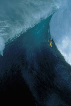 """Big wave surfing is a discipline within surfing where experienced surfers paddle into or are towed onto waves which are at least 20 feet m) high, on browse boards referred to as """"guns"""" or towboards. Sizes of the board had to effectively surf these. Image Nature, All Nature, Photo Surf, Wind Surf, Surf Fishing, Big Wave Surfing, Girl Surfing, Hawaii Adventures, Huge Waves"""