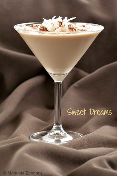 The perfect #cocktail to celebrate the New Year: Sweet Dreams, made with Bailey's, Kahlua and Malibu. #http://www.manusmenu.com/sweet-dreams