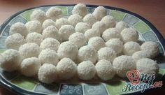 Kokosové kuličky plněné mandlí. Velmi oblíbený a rychlý dezert. Autor: Klasotinka