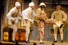 Arlequino, servidor de dos amos, de Carlo Goldoni. Piccolo Teatro di Milano, con Ferrucchio Soleri como Arlequino.