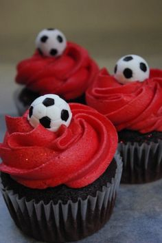 Ideas For Cupcakes Ideen Fussball Birthday Cake For Him, Happy Birthday Kids, Kids Birthday Themes, Happy Birthday Cakes, Soccer Cupcakes, Soccer Cake, Themed Cupcakes, Soccer Treats, Soccer Snacks