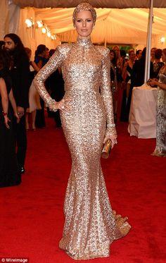 Victoria's Secret model Karolina Kurkova opted for a show-stopping look, designed by Rachel Zoe   #MetGala